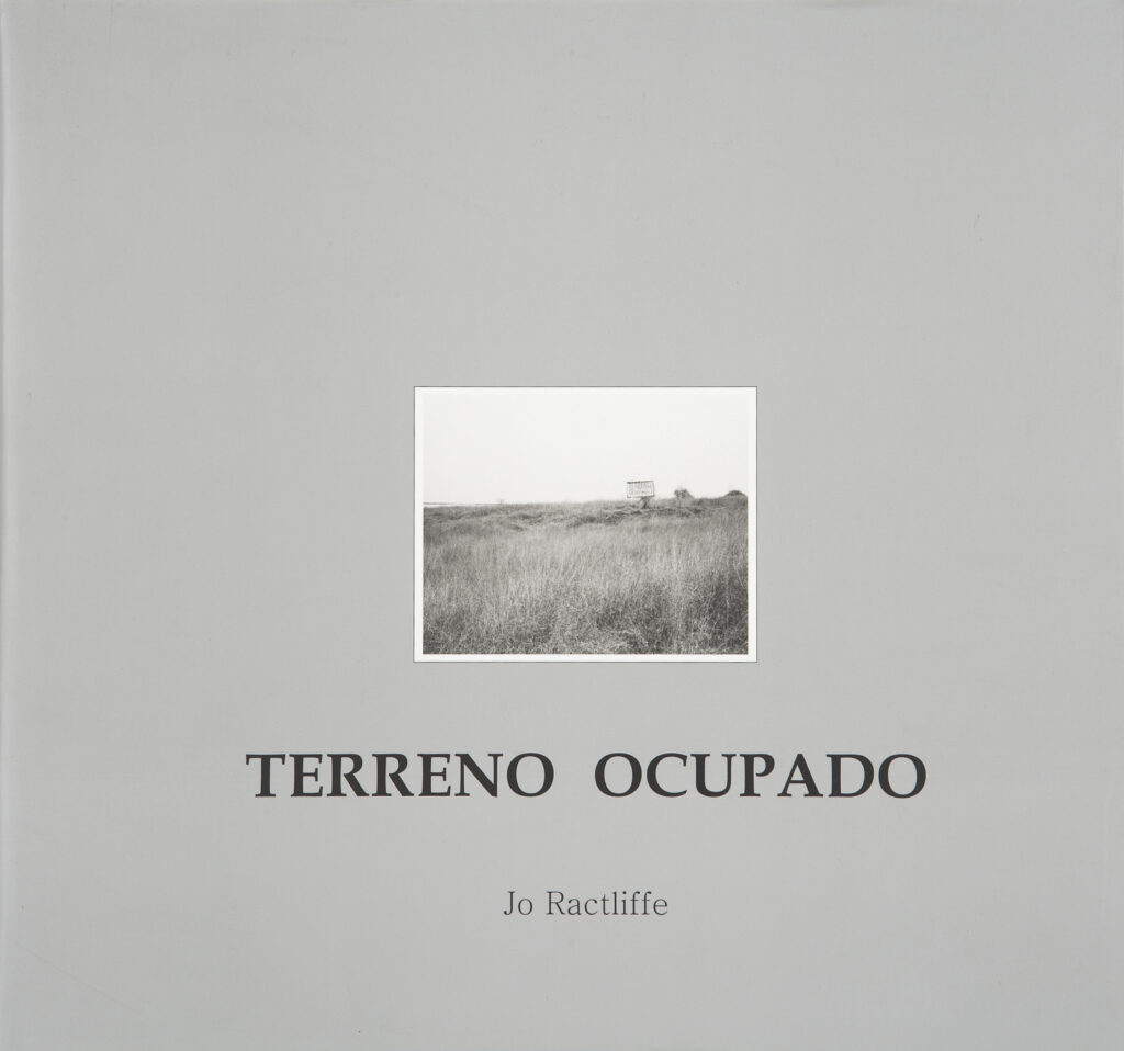 Terreno Ocupado by Jo Ractliffe presents a series of photographs which focus on Luanda five years after the country's civil war ended. Includes essays by Okwui Enwezor, David Goldblatt and Charles Skinner.